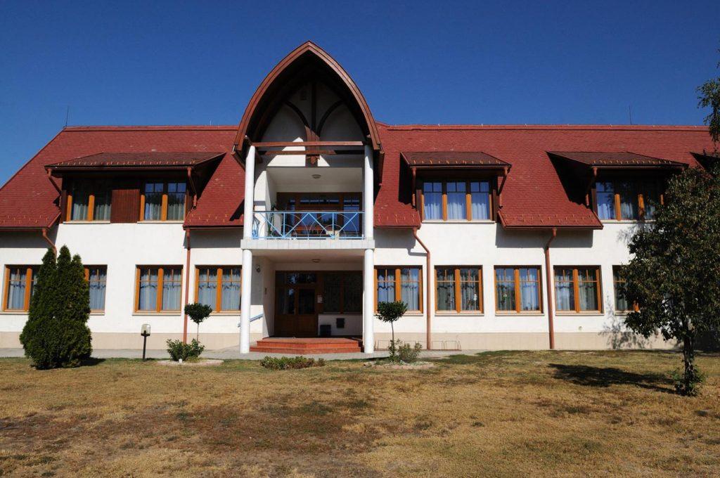 altalanos iskola 1365x907 Intézmények